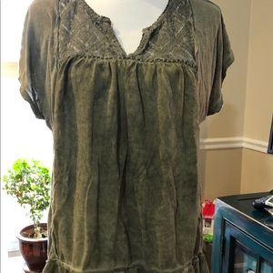 Knox Rose tunic w/ lace front